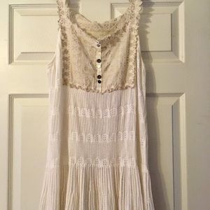 . FREE PEOPLE . Beautiful Boho delicate top.